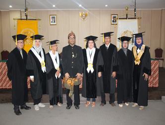 Promosi Doktor Munawar Holil