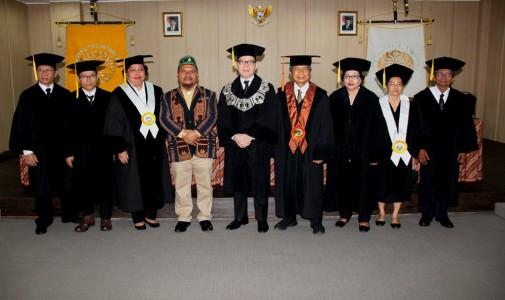Promosi Doktor Linguistik Frans Asisi Datang