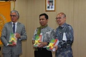 PELUNCURAN BUKU BAHASA PORTUGIS - INDONESIA